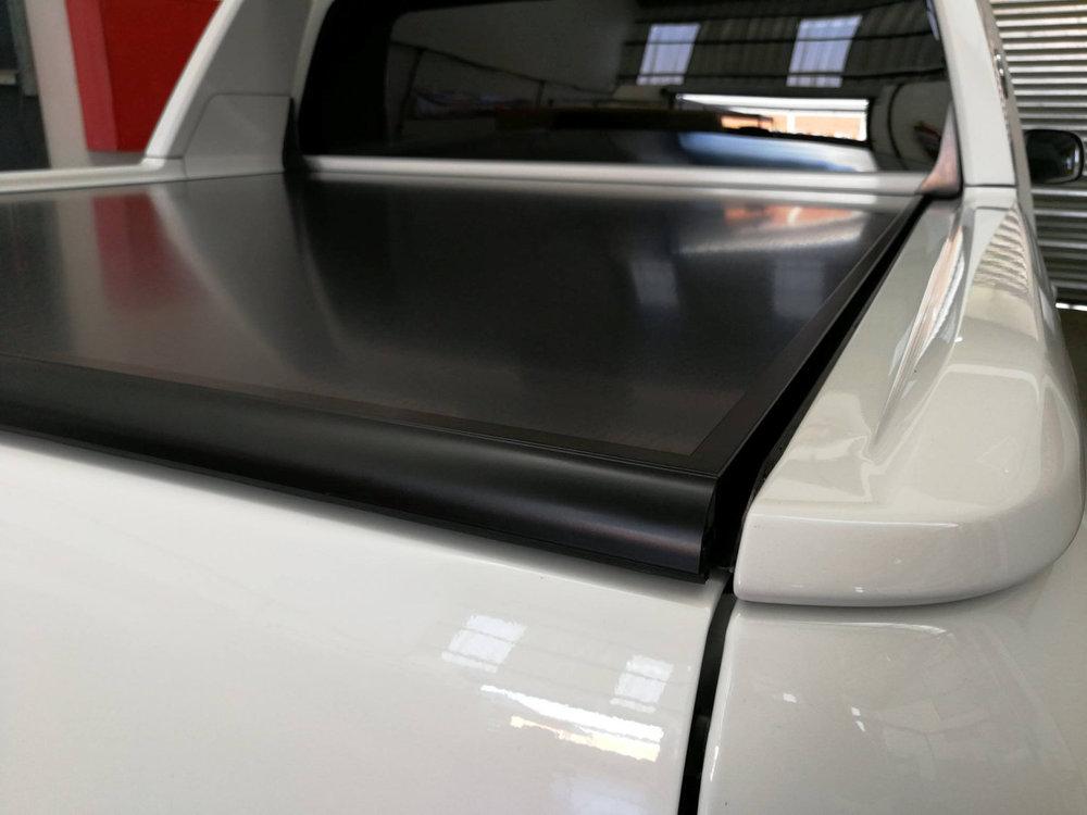 Rigidek Laderaumabdeckung - VW Amarok 2018 DoubleCab Aventura 103.jpg