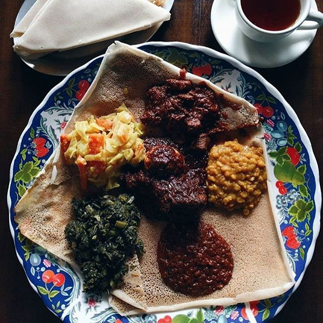 When one person conquers a combo for 2! 👌🏾|| 📷: @tashween || #ghenetbrooklyn #ghenet #ethiopian #ethiopianfood #injera #injeranyc #nyceats #eatingnyc