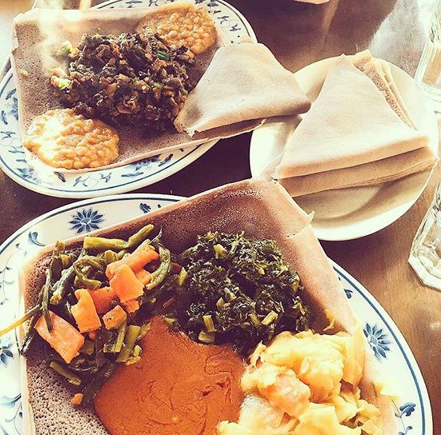 Veggie loading || 📷: @codaa27 || #ghenet #ghenetbrooklyn #ethiopian #ethiopianfood #injera #injeranyc #nyc #nyceats #eatingnyc #brooklyneats #eeeeeats