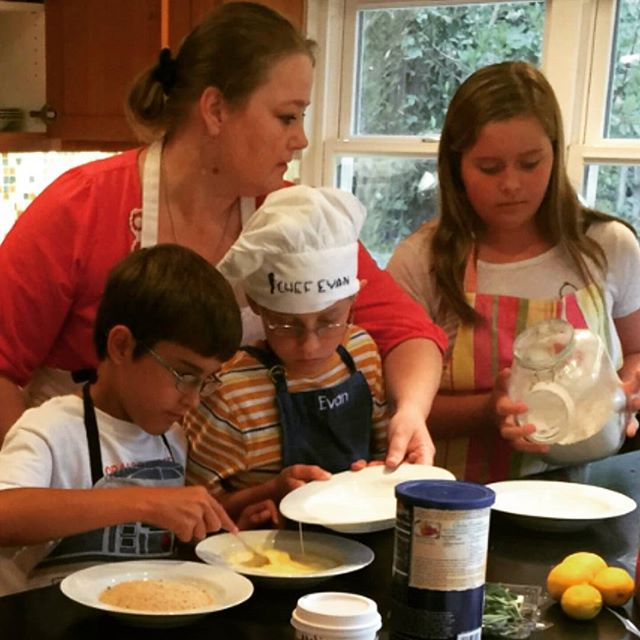 Love these littles!!! #truth #ventura #cookinglesson #beecooking #lovinglife #kidscancook #schnitzel #grouplessons #goodfood #nomnom