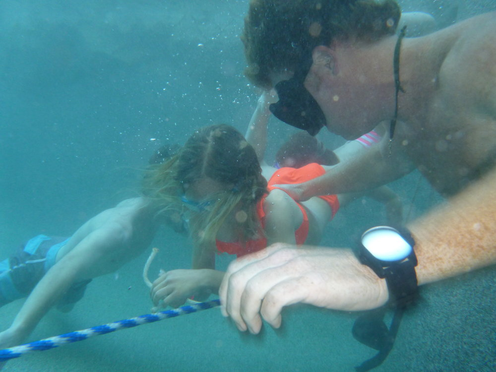 P1010790SEAL Pup sEric Davis Underwater knot tying.JPG