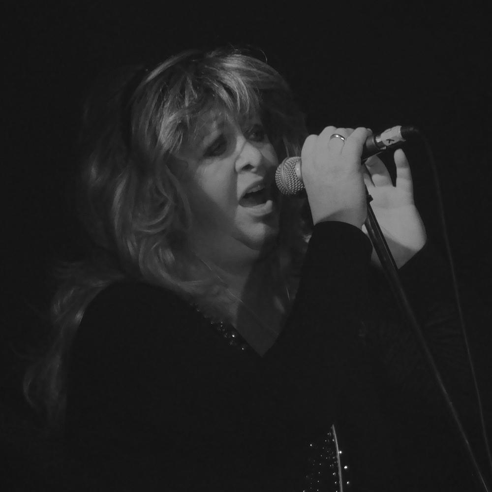 Lucy Fischer (NL) - Vocals