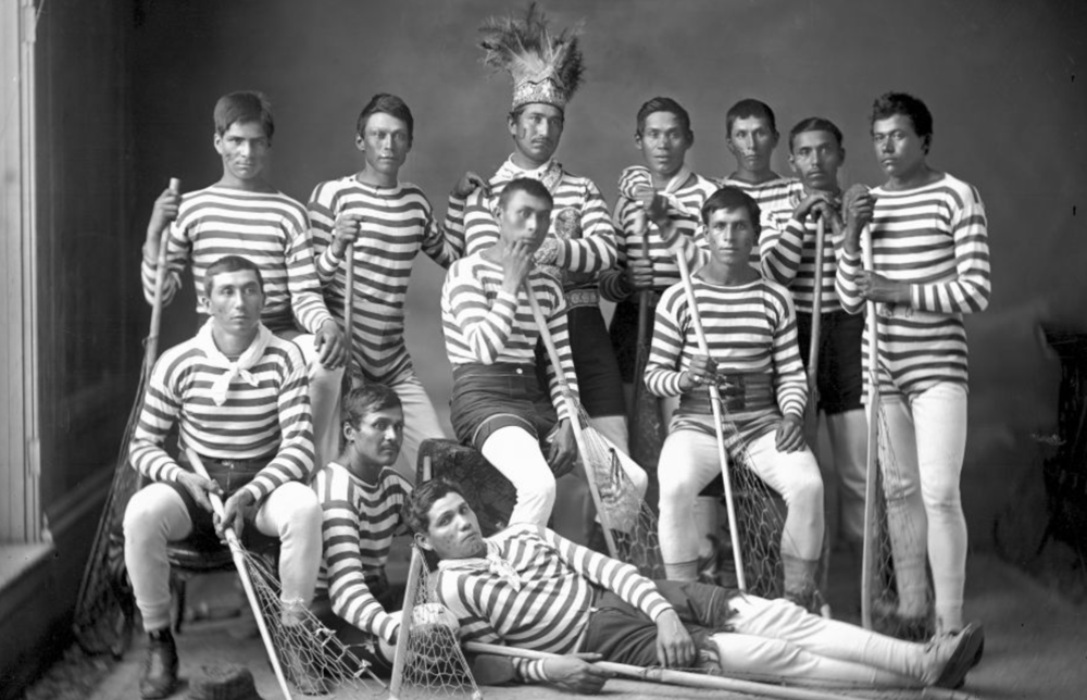 Découver l'histoire du La crosse, le sport autochtone devenu national.
