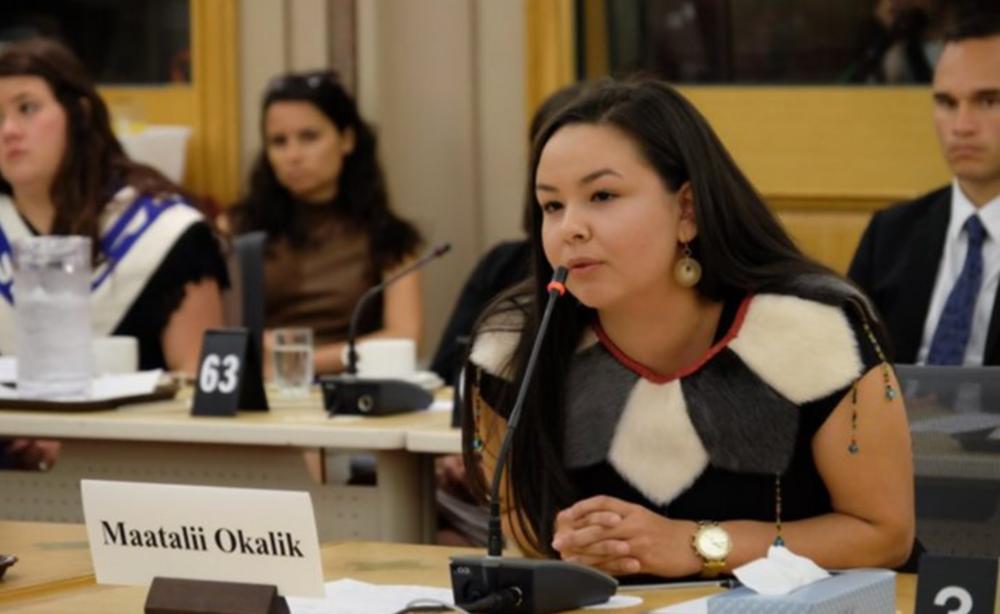 les membresdu Comité sénatorial des Peuples autochtonesont invité 12 jeunes leaders autochtones des quatre coins du Canada à venir célébrer la Journée nationale des Autochtones.