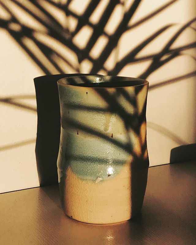 A crackled #vase. 🌼 . . . . #stoneware #pottery #ceramics #studiopottery #wheelthrown #handcrafted  #brooklyn #earthenware #ceramiclove #makersgonnamake #makersmovement #clay #art #glaze #plantsofinstagram #vsco #focalmarked #contemporaryart #contemporaryceramics #modern #brooklynmade