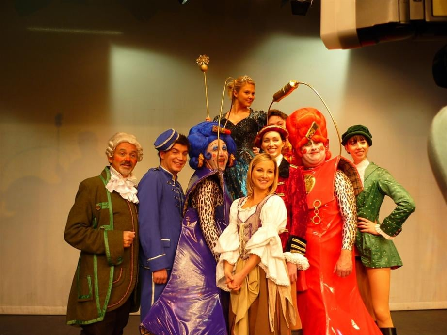 The panto cast get to know each other!