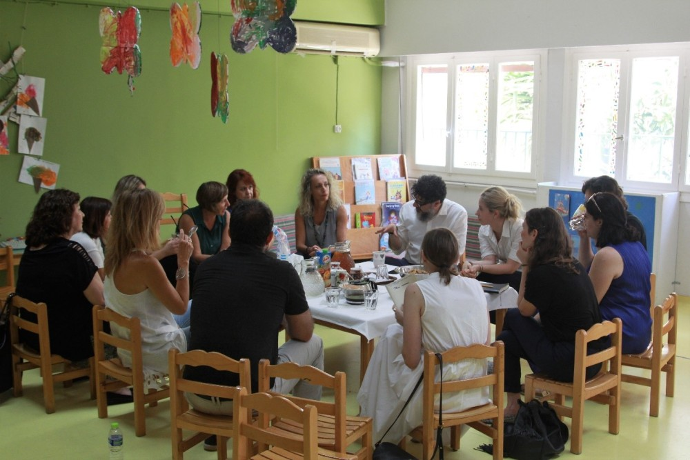 Stelios Vassilakis, Director of Programs & Strategic Initiatives, Lenia Vlavianou, Group Director of Communications, Alexia Vasilikou, Communications Officer and Aristi Stathakopoulou, Program Officer at the Stavros Niarchos Foundation, met with the principals of all the kindergartens, who shared their first-hand experience of the changes brought about by Designed for Better Learning.
