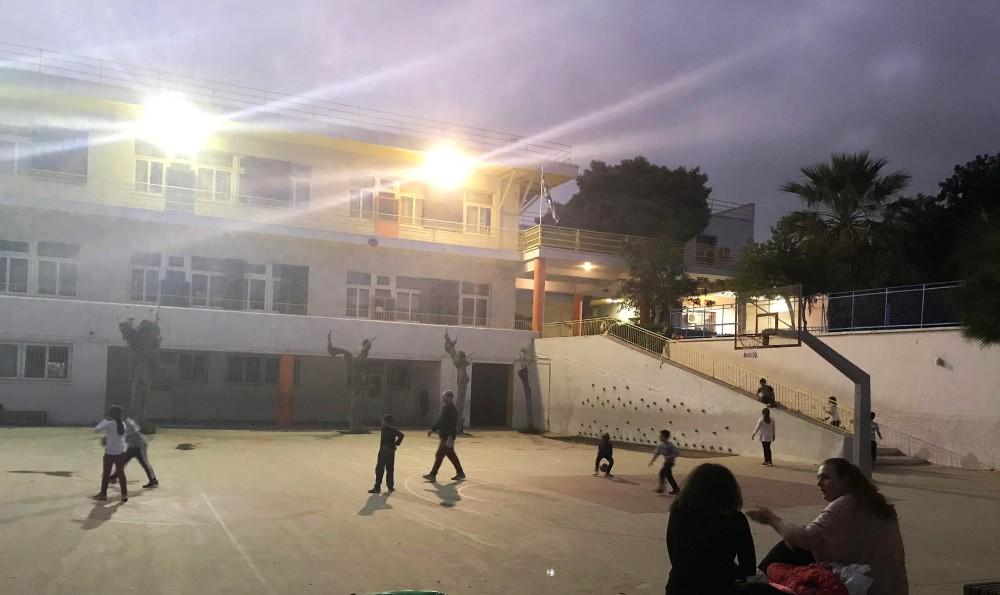 Το Ανοιχτό Σχολείο του Κολωνού. 20 σχολεία σε όλη την Αθήνα παραμένουν ανοιχτά απογεύματα και σαββατοκύριακο, με φύλαξη και δωρεάν δράσεις για μικρούς και μεγάλους.
