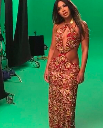 Page Liked ·  4 mins  ·    BREAKING NEWS! Queen of R&B  Toni Braxton  behind the scenes of her TV show  The Braxtons  wearing a dress from our designer from Bangladesh  ZOAN ASH . Styled by @Ashley Sean Thomas Fashion Provided by  #IvanBittonStyleHouse
