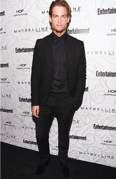 @abc & @fox super star ⭐️ @chadjbuchanan arrive to the  @sagawards preparty red carpet looking super sharp wearing our designers✨ #tailorshirt made by our American 🇺🇸designer  @malcomalexanderofficial fashion provided by  #ivanbittonstylehouse styled by  @styledbylmc ❤️️