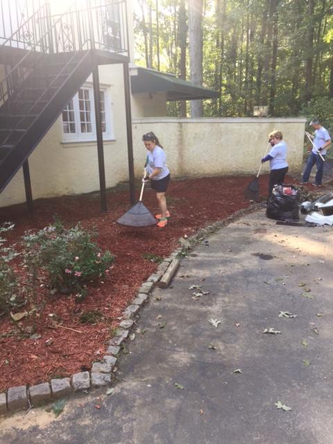 Volunteers at the Atlanta Hospital Hospitality Home