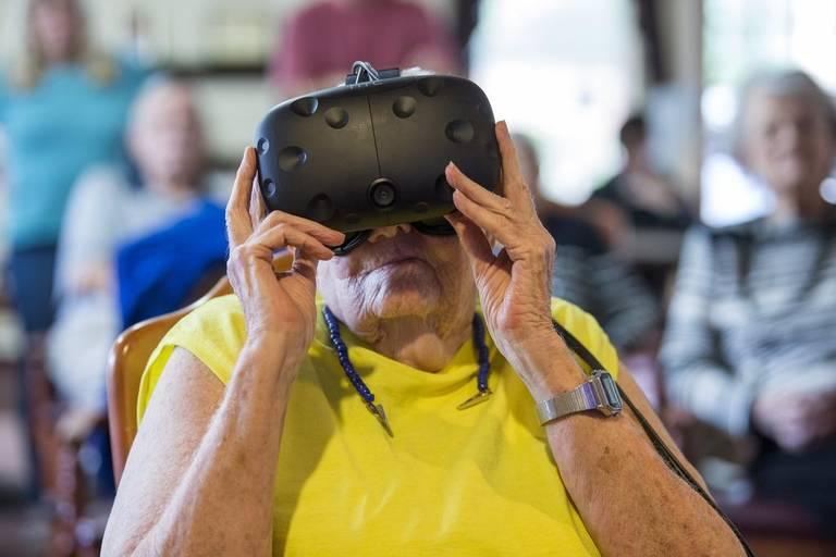 VR at Atria Carmichael Oaks