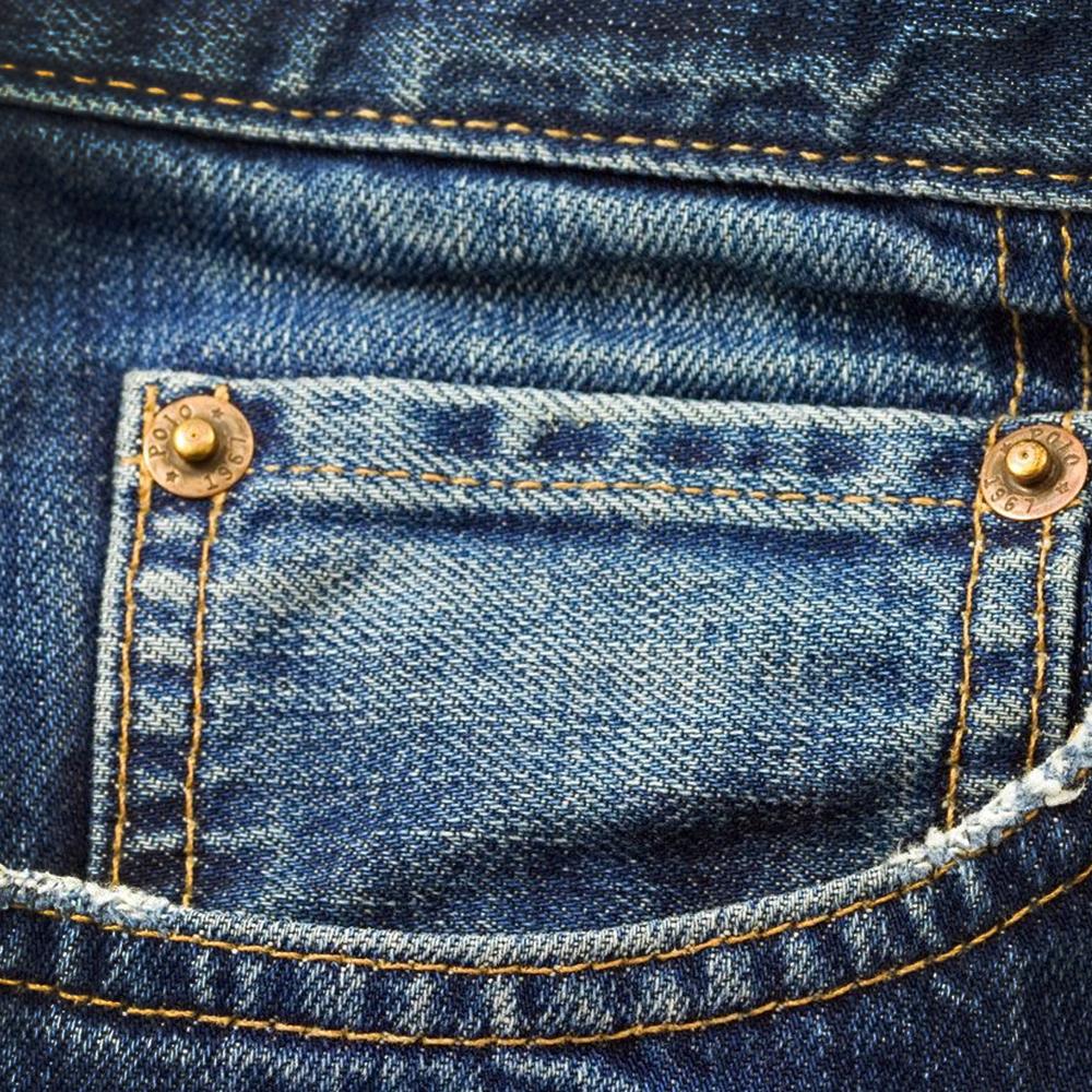 Faded Blue Jeans: A refreshing amalgam of sandalwood, jasmine and white lily.