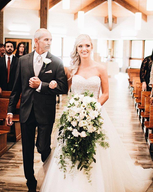 Father & Daughter ❤️ #clevelandweddingphotographer #clevelandportraitphotographer #cleveland #ido #love #fatheranddaughter #fatherandbride #clevelandphotographer #clevelandwedding #weddingphotography #weddingday #wedding #weddinginspiration #walkdowntheaisle #naturallightphotography