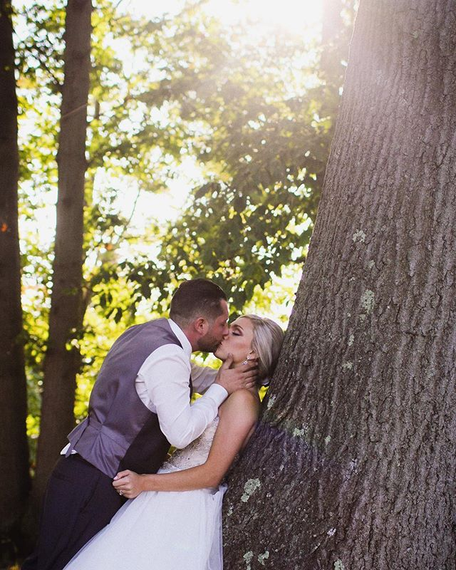 💋#weddingday #weddingday #weddingphotography #brideandgroom #bridalportrait #cleveland #clevelandwedding #clevelandphotographer #clevelandweddingphotographer #clevelandportraitphotographer #ohiophotographer #ohioweddingphotographer #weddinginspiration #naturallightphotography #portraitmood