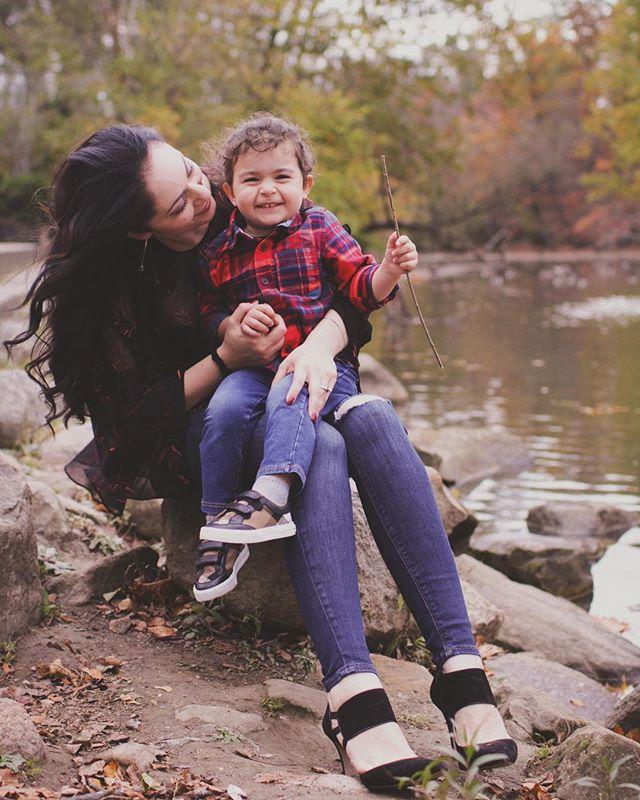 ❤️#clevelandportraitphotographer #clevelandphotographer #clevelandfamilyphotographer #familyphotography #cleveland #fallsession #fall2017 #mama #son #love #portraitphotography #familyphotography #fallphotoshoot #chagrinfallsohio #naturallightphotography