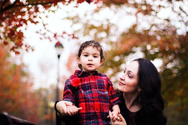Mama + son ❤️🍁🍂 #clevelandportraitphotographer #clevelandphotographer #clevelandfamilyphotographer #familyphotography #cleveland #fallsession #fall2017 #mama #son #love #portraitphotography #familyphotography #fallphotoshoot #chagrinfallsohio #naturallightphotography
