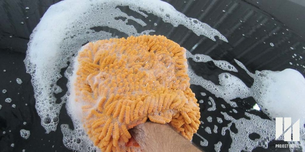 Microfibre noodle mitt in action