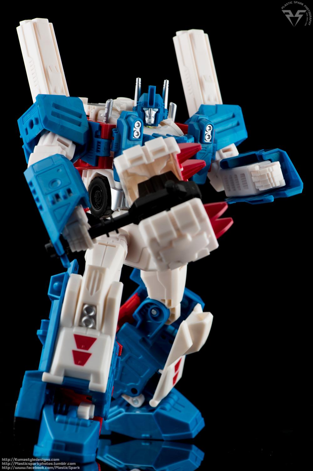 KUMA Combiner-Wars-Ultra-Magnus-(10-of-13)