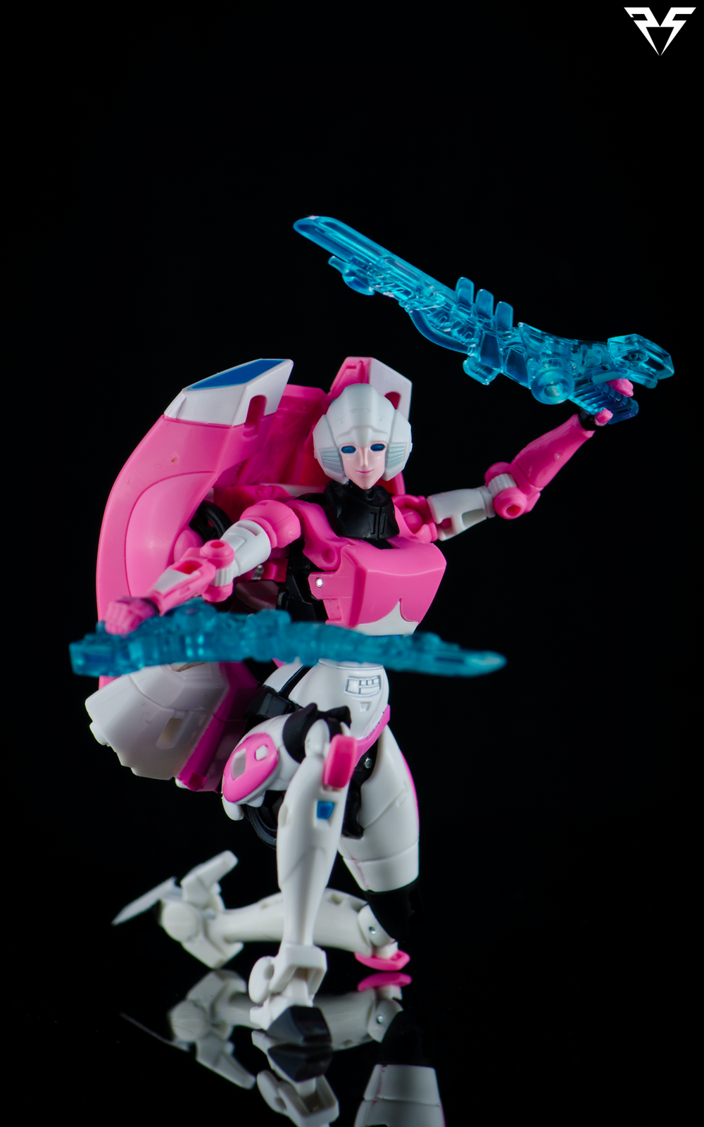 Arcee-Swords.png