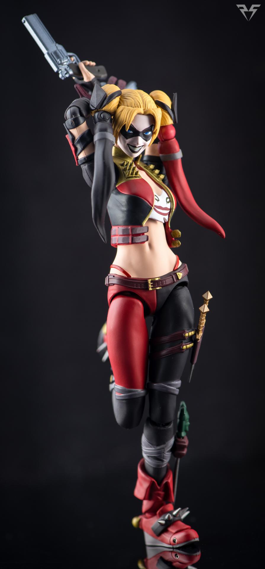 Figuarts Harley Quinn-5.jpg