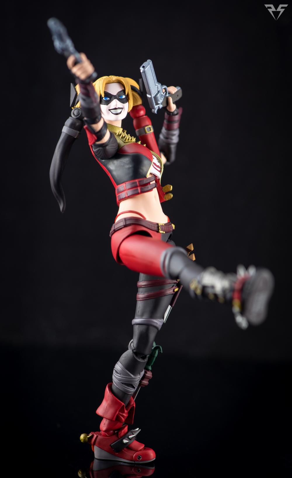 Figuarts Harley Quinn-6.jpg