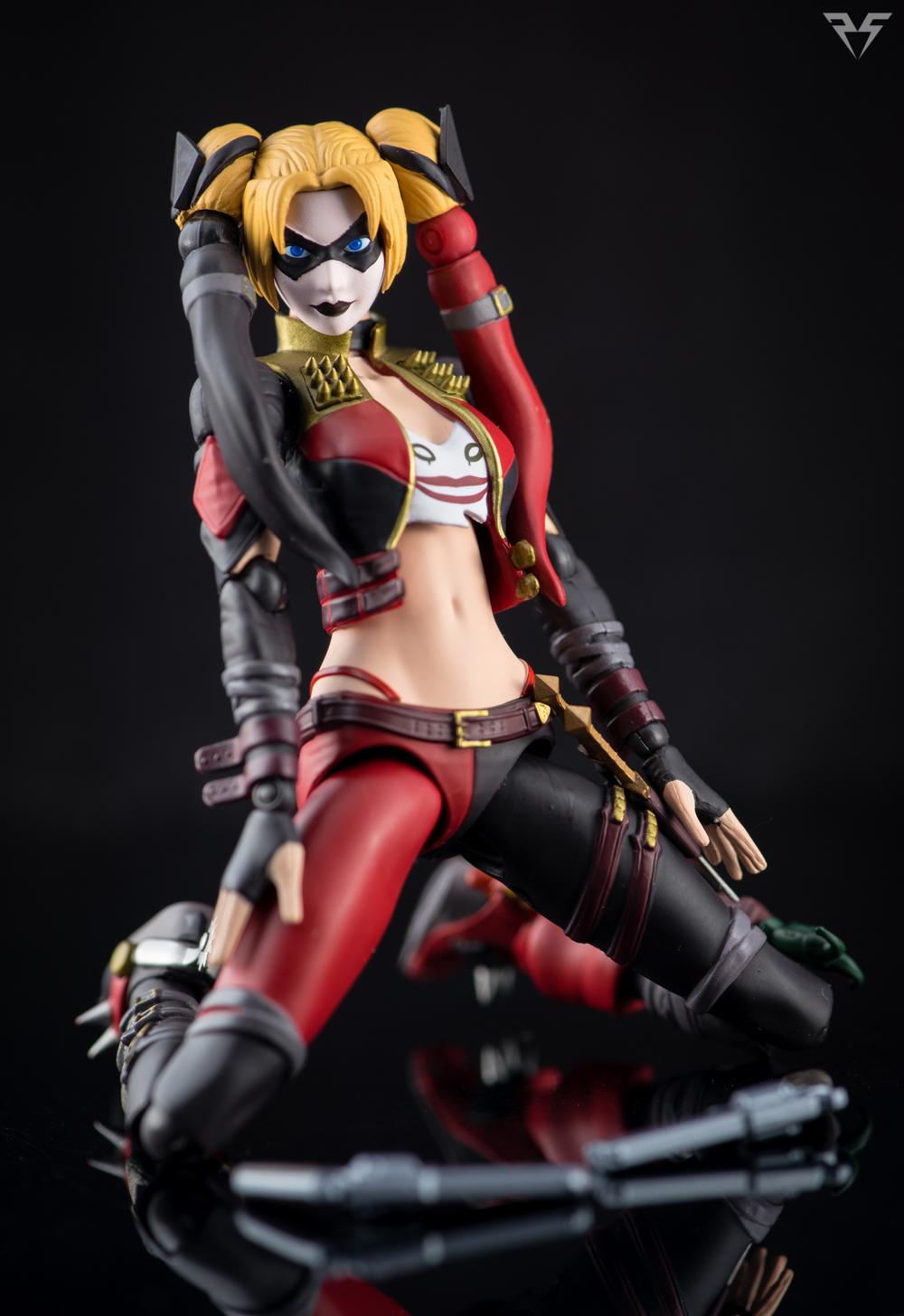 Figuarts Harley Quinn-8.jpg