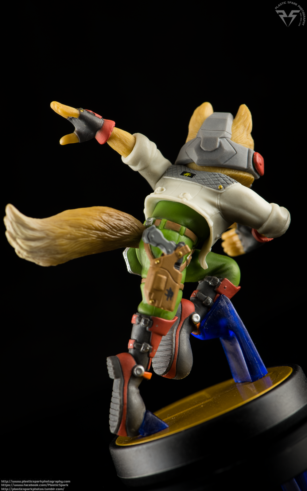 Amiibo-Fox-and-Falco-(4-of-6).png