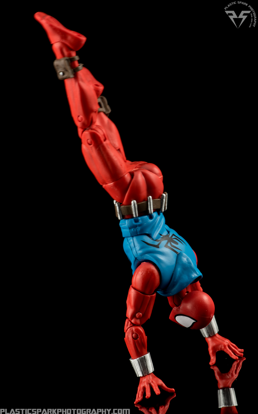 Marvel-Legends-Scarlet-Spider-(9-of-11).png