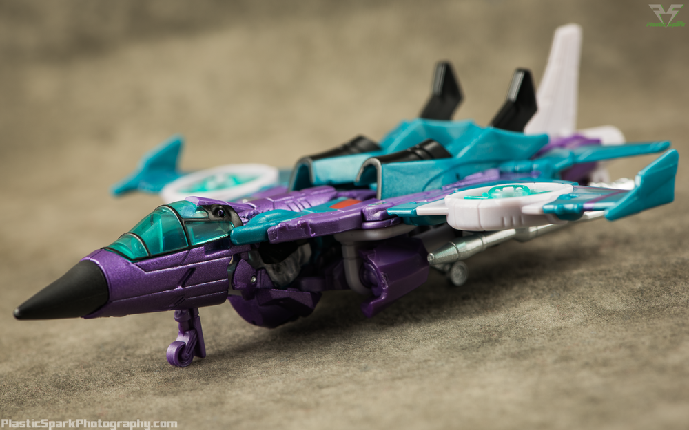Takara-LG16-Slipstream-(2-of-12).png