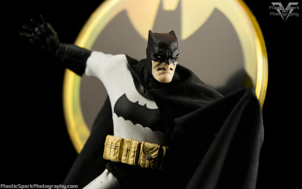 Review Mezco Toyz One12 Collective Batman The Dark Knight