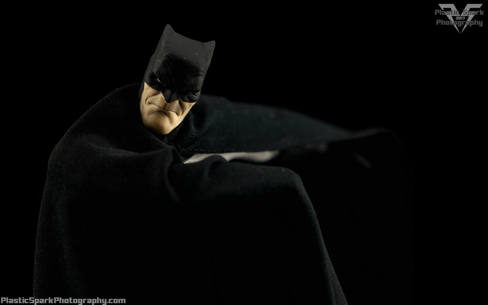 Mezco-One-12-Collective---Batman-(4-of-21).png