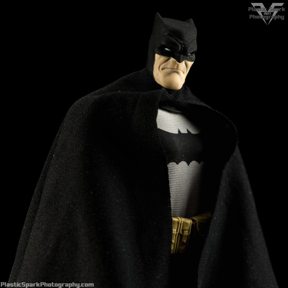 Mezco-One-12-Collective---Batman-(3-of-21).png