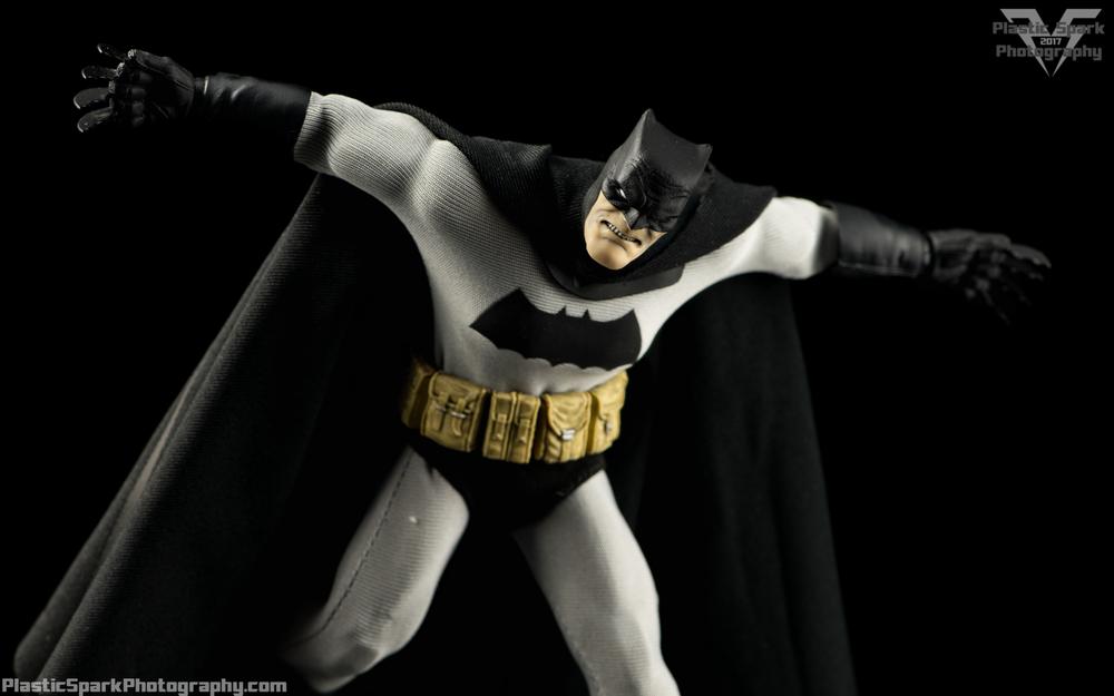 Mezco-One-12-Collective---Batman-(7-of-21).png