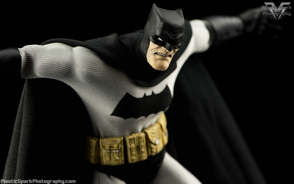 Mezco-One-12-Collective---Batman-(9-of-21).png