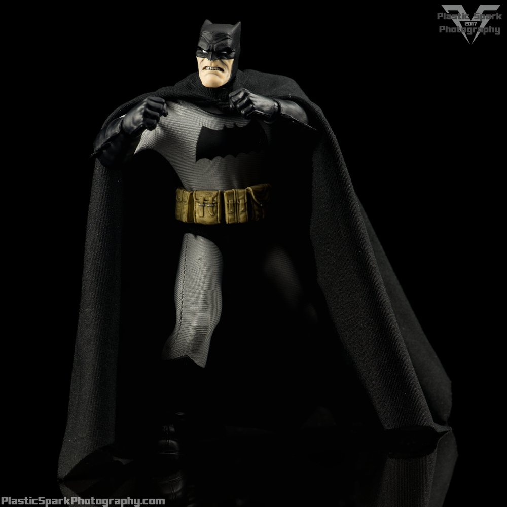 Mezco-One-12-Collective---Batman-(10-of-21).png