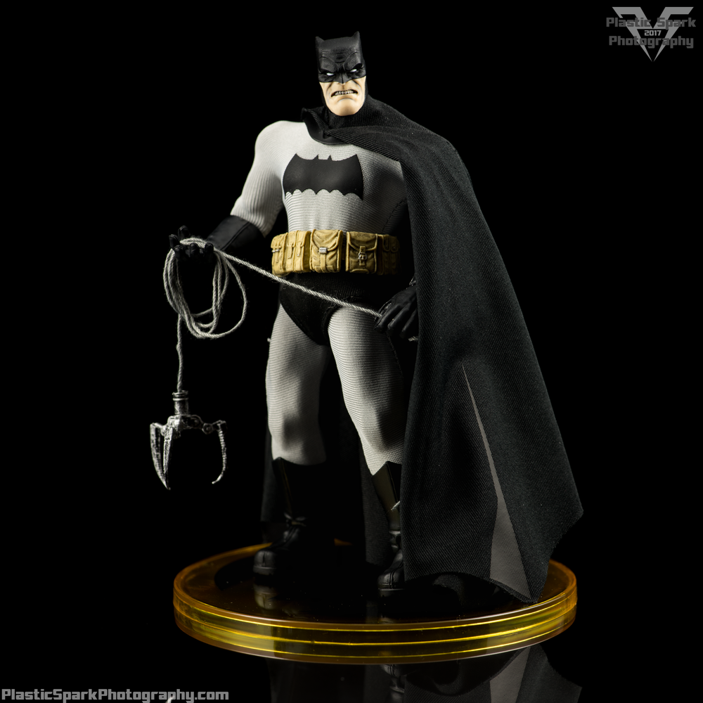 Mezco-One-12-Collective---Batman-(13-of-21).png