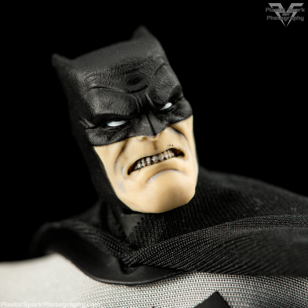 Mezco-One-12-Collective---Batman-(16-of-21).png