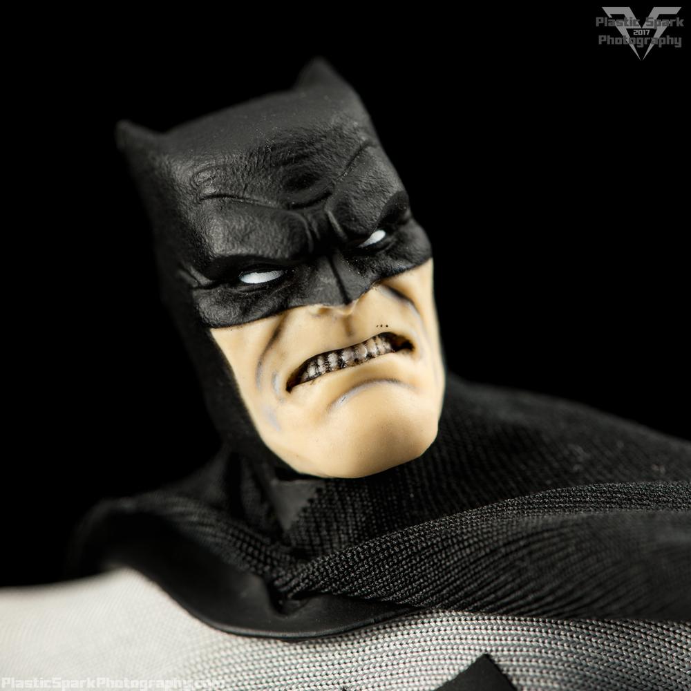 Mezco-One-12-Collective---Batman-(16-of-21).png