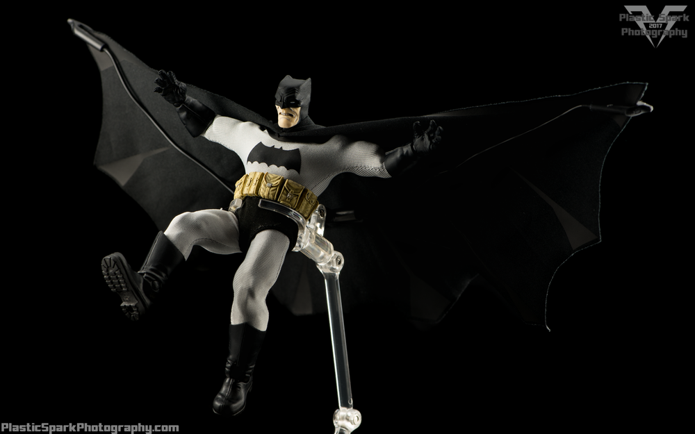 Mezco-One-12-Collective---Batman-(18-of-21).png