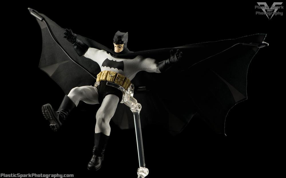 Mezco-One-12-Collective---Batman-(18-of-21).png