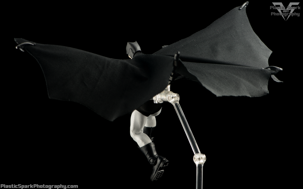 Mezco-One-12-Collective---Batman-(19-of-21).png