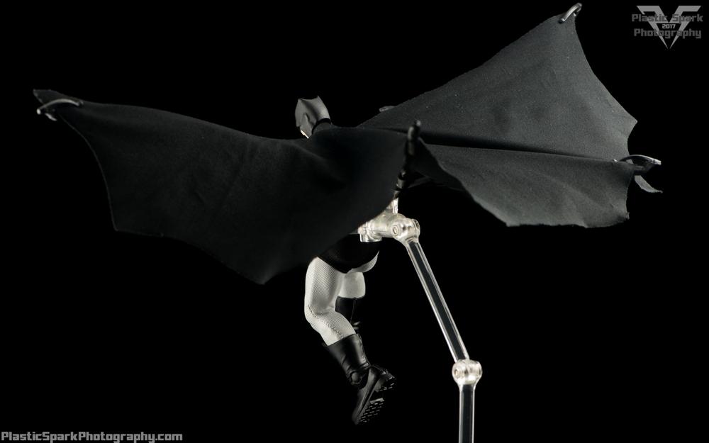 Mezco-One-12-Collective---Batman-(19-of-21).png