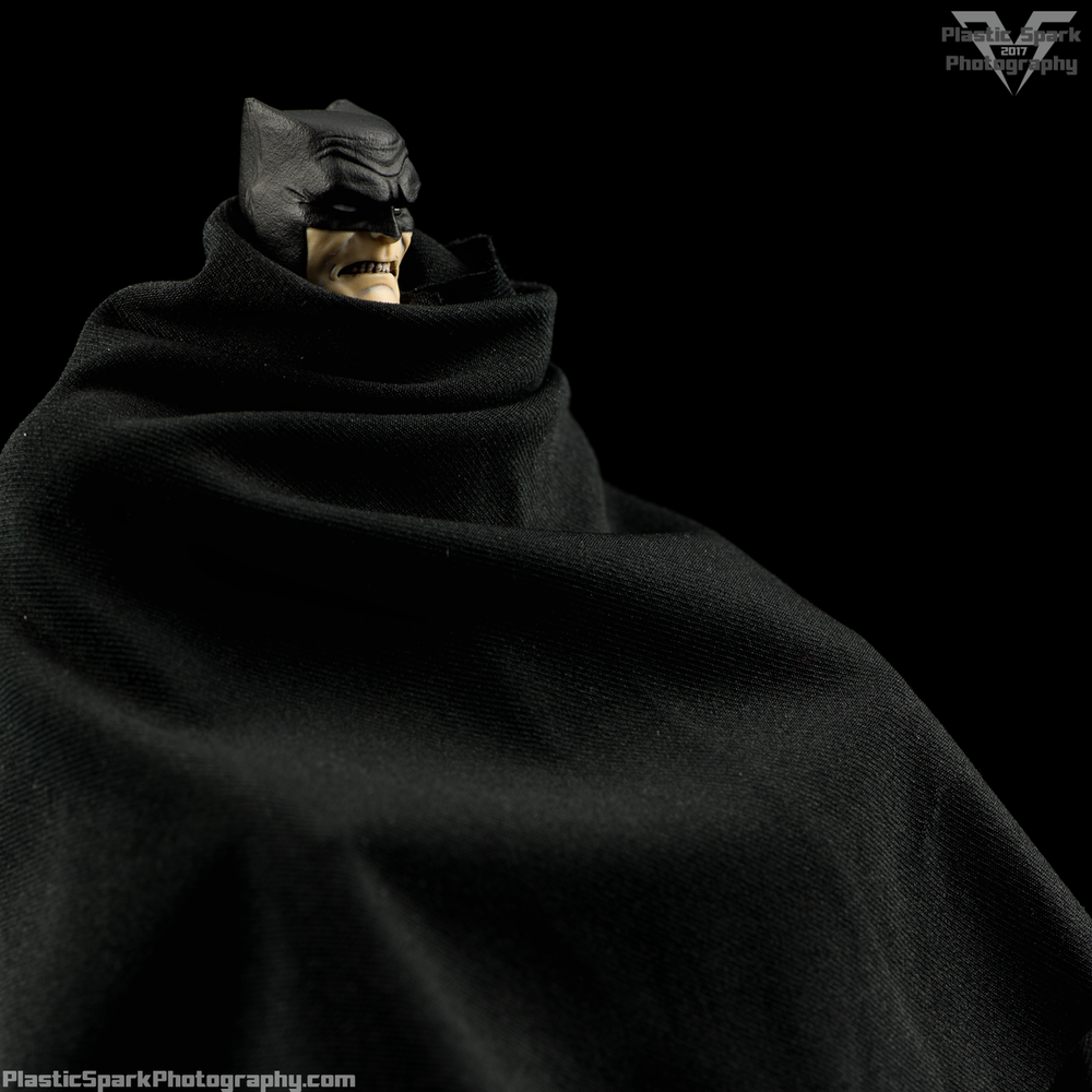 Mezco-One-12-Collective---Batman-(20-of-21).png