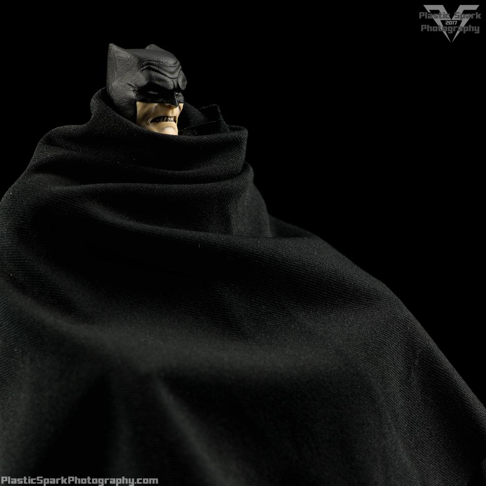 Mezco-One-12-Collective---Batman-(20-of-21).png