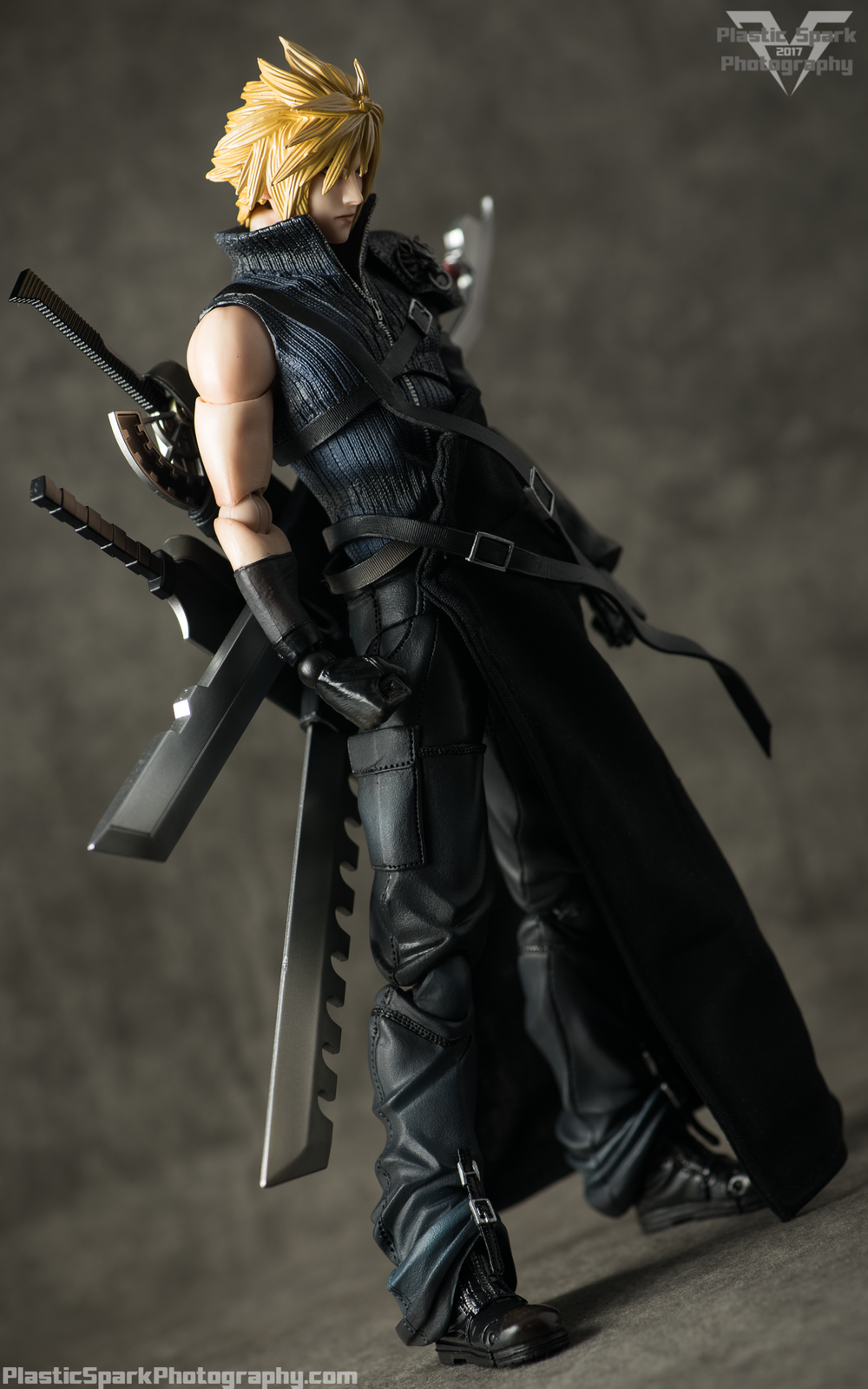 Play-Arts-Kai---Advent-Children-Cloud-(3-of-25).png