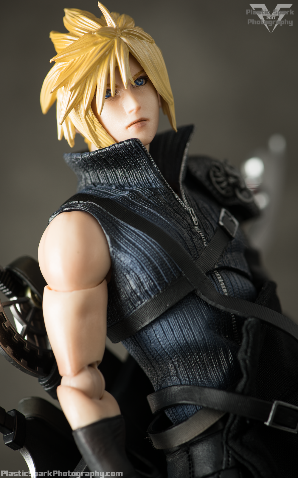 Play-Arts-Kai---Advent-Children-Cloud-(5-of-25).png