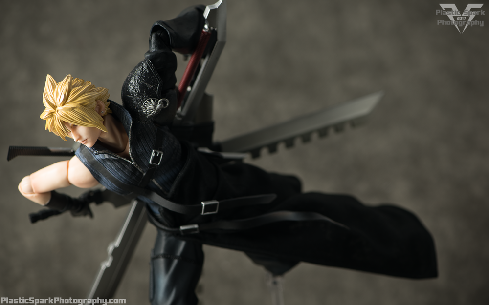 Play-Arts-Kai---Advent-Children-Cloud-(9-of-25).png