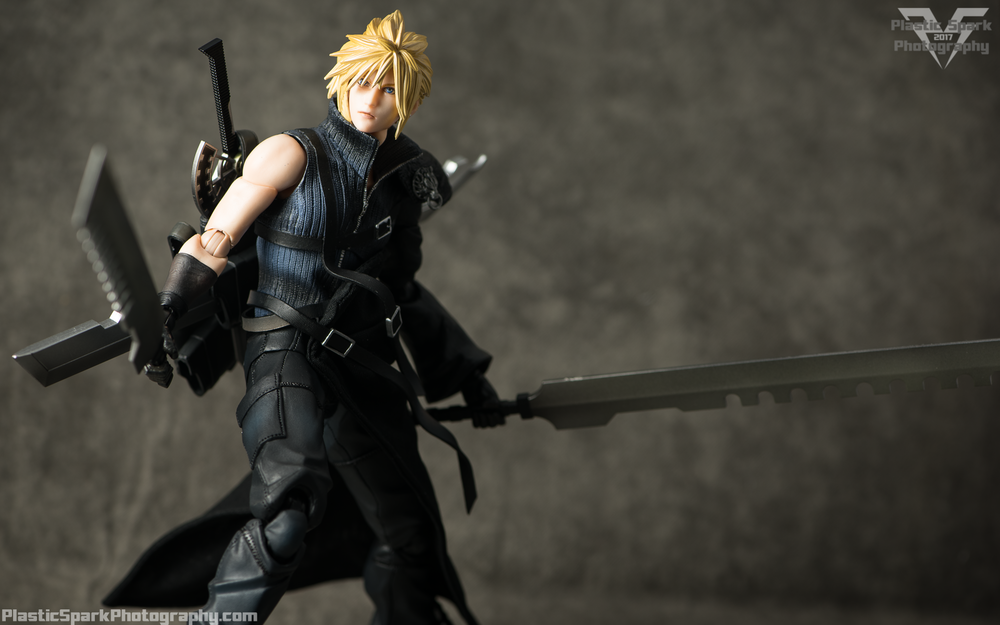 Play-Arts-Kai---Advent-Children-Cloud-(10-of-25).png