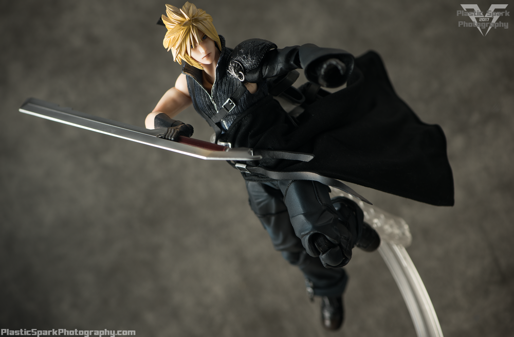 Play-Arts-Kai---Advent-Children-Cloud-(11-of-25).png